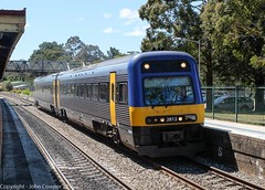 NSW TrainLink - Endeavour Set 2812/2862 arrives at Mittagong (john cowper) Tags: endeavour mittagong dmu southernhighlands comeng mainsouth nswtrainlink nswrailways newsouthwales