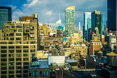 Manhattan surfaces (Arutemu) Tags: america american a7r americain urban usa us unitedstates nyc ny newyork newyorkcity nuevayork manhattan rooftop sunlight chelsea city cityscape scene streets sony sonya7r ilcea7r ilce mirrorless sky skyline skyscrapers minolta 35105 maxxum
