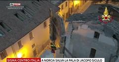 A #Norcia, l'incredibile #salvataggio della #pala d'#altare di #Jacopo #Siculo  https://video.repubblica.it/dossier/terremoto-30-ottobre/norcia-l-incredibile-salvataggio-della-pala-d-altare-di-jacopo-siculo/258180/258461