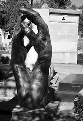 Sculpted Hands (Ed Tottenham) Tags: tomb tombstone cimetiredumontparnasse boulevardedgarquinet 75014 paris france cimetire cemetery montparnassecemetery montparnasse grave restingplace sculptedhands hands robertthibier pierrejauvart