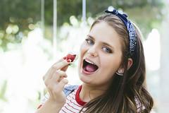(Angelita Niedziejko) Tags: ensaio girl portrait color fruit eat bokeh colore