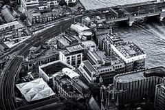 A curve by the Thames (steff808) Tags: uk england inglaterra angleterre londres london theshard railways voiesferres nikon nikond750 nikon24120 noiretblanc blackandwhite blancoynegro bw biancoenero thames tamesis tamise