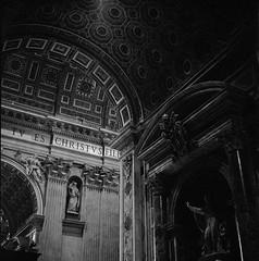 Basilica Papale di San Pietro in Vaticano. (imanol6x6) Tags: rolleiflex trl f28 6x6 120 500x500 mediumformat mf trix 400 kodak film ultrafin bw blackandwhite nophotoshop architecture roma vaticano