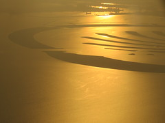 Golden hour (eMMa_bOOm) Tags: dubai sunset palmisland persiangulf islands plane airplane view early sooc gold golden nature natural coloured colour colourful sea sun reflection waves air