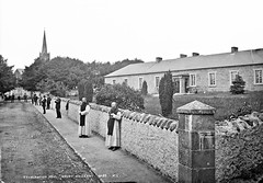 Waiting for the coming? (National Library of Ireland on The Commons) Tags: robertfrench williamlawrence lawrencecollection lawrencephotographicstudio thelawrencephotographcollection glassnegative nationallibraryofireland mountmelleray cowaterford ireland cistercian trappist monastery cappoquin monks robes seminary habit examinationhall waiting godot contemplation