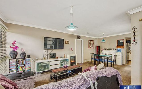 33 Sandakan Crescent, Lethbridge Park NSW 2770