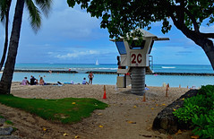 """2C"" (jcc55883) Tags: hawaii oahu honolulu waikiki kuhiobeachpark2c oceansafety kalakauaavenue ocean pacificocean lifeguard sky clouds horizon nikon nikond3200 d3200"