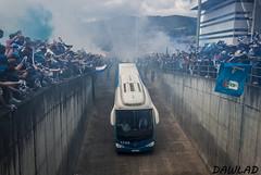 Llegada del bus del Oviedo (Dawlad Ast) Tags: real oviedo cadiz futbol carlos tartiere nuevo estadio asturias fase ascenso ida espaa spain soccer bus rampa aficionados supporters animacion humo