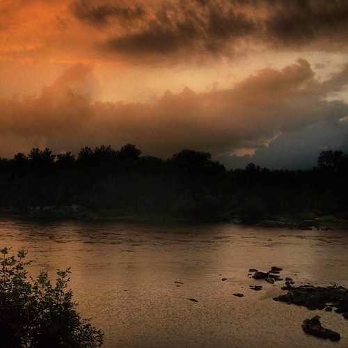 Nostalgie garantie #hains #sherbrooke #ciel #sky #riviere #river #landscape #paysage #matin #morning #waterscape #rock #rocher #stfrancisriver #rivieresaintfrancois #estrie #nature #pluie #rain #goldenmornings