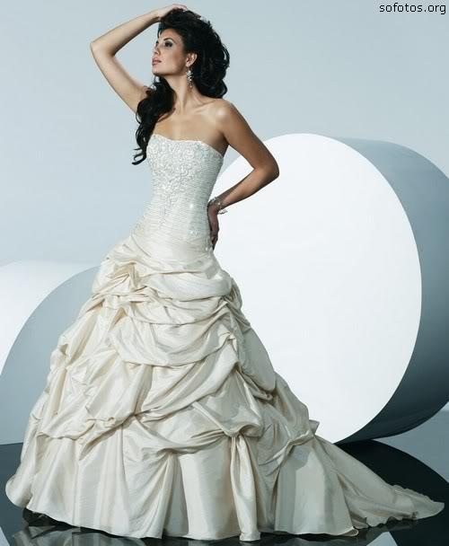 Vestido de noiva com babados