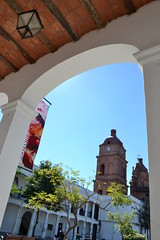 arco y catedral (payorivero) Tags: city santacruz streets cathedral catedral bolivia arco calles nikond3100