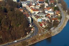 Linz (ecker) Tags: houses buildings river linz stadt fluss danube donau kurve linzurfahr urfahr strase alturfahr hauser gebaude canonef100400mmf4556lis rudolfstrase