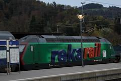 SBB Lokomotive Re 460 087 - 0 mit Taufname Säuliamt mit Werbung für RekaRail am Bahnhof Thun im Berner Oberland im Kanton Bern in der Schweiz (chrchr_75) Tags: chriguhurnibluemailch christoph hurni schweiz suissse switzerland svizzera suissa swiss kantonbern chrchr chrchr75 chrigu chriguhurni 1311 november 2013 hurni131105 eisenbahn bahn train treno zug suisse re460 re 460 albumsbbre460 sbb cff ffs schweizerische bundesbahn bundesbahnen lok lokomotive november2013 werbelokomotive albumbahnsbbre460werbelokomotiven albumbahnenderschweiz juna zoug trainen tog tren поезд паровоз locomotora lokomotiv locomotief locomotiva locomotive railway rautatie chemin de fer ferrovia 鉄道 spoorweg железнодорожный centralstation ferroviaria