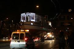 Thunersee Schiff MS Oberhofen bzw. MS Vriendschap unterwegs auf einem Schwertransport Lastwagen der Firma Zaugg durch die Stadt Bern im Kanton Bern in der Schweiz (chrchr_75) Tags: chriguhurnibluemailch christoph hurni schweiz suisse switzerland svizzera suissa swiss kantonbern chrchr chrchr75 chrigu chriguhurni 2013 schiffmsoberhofen rückkehr schiff ms oberhofen kursschiff bateau ship schiffahrt kursschiffahrt passagierschiffahrt passagierschiff skib alus πλοίο 船 корабль schip fartyg barco albumschweizerkursschiffe november november2013 1311 kanton bern berner oberland berneroberland thunersee alpensee see lake lac sø järvi lago 湖 albumthunersee albumkursschiffethunersee