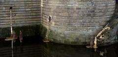 Les Rêveurs de Lucie Lom, château des Ducs de Bretagne (ChevillonW) Tags: reflection de mirror la bretagne reflet loire reflexion pays nantes loireatlantique
