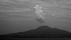 Vesuvio / Vésuve (avec un effrayant nuage - with a frightening cloud) (Max Sat) Tags: villadepoppée torreannunziata paysage poppea noiretblanc napoli italy italie italia xe1 xpro1 fuji ciel bw puff cloud volcano volcan vésuve vesuvio pompei herculanum naples xf1855 fujixe1 maxsat maxwellsaturnin fujinon xf unexplored