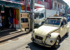 Taxi (Chalto!) Tags: africa cat taxi citroen 2cv madagascar antananarivo