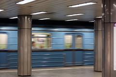 budapest metro (floffimedia) Tags: underground subway hungary budapest tube ubahn ungarn m2 trainarriving zugfhrtein corvinnegyed