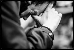 Mal à l'âme... (Maestr!0_0!) Tags: street people white black canon 50mm hurt noir hand crane mark candid iii main 1d rue blanc mal headache tete f12 douleur