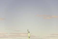 New York City Serie 4/31 (Alberto Sen (www.albertosen.es)) Tags: new york blue sky usa statue azul america liberty libertad nikon day united dia alberto cielo states estatua nueva sen eeuu d7000 albertosen
