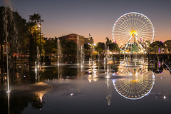 Le Miroir d'Eau (koalie) Tags: sunset france reflection water fountain night mirror nice nightshot dusk clear bigwheel nicefr provencealpesctedazur lemiroirdeau promenadedupaillon