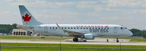C-FEJF Air Canada Express Embraer 175.