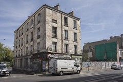 . (Le Cercle Rouge) Tags: clichy france buildings graffs graffitis tags decay painters caf bar 33export