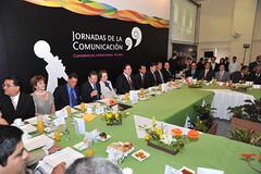 El gobernador Javier Duarte de Ochoa asisti a desayuno con motivo del Da de la Libertad de Expresin 3 (javier.duarteo) Tags: veracruz gobierno javierduartedeochoa gobiernodeveracruz gobernadordeveracruz javierduarte mediosdecomunicacin libertaddeexpresin dadelalibertaddeexpresin javierduarteochoa trajenegro corbataguinda desayuno mantelverde