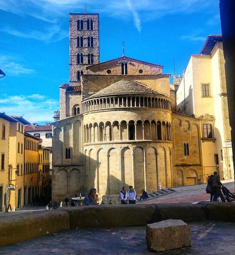 Nella città di Petrarca.✨✳✴✳ Un pensiero da un luogo molto vicino a tutto il Centro Italia.🌷❤💜💙💛💗🌻
