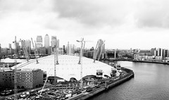 O2 (lorenzoviolone) Tags: arena bw blackwhite blackandwhite cityscape finepix fujix100s fujifilm fujifilmx100s monochrome o2 riverthames stadium thames vsco vscofilm vehicle x100s cablecar canarywharf constructioncrane cranes emirates emiratesair funicolar greenwich indoors mirrorless northgreenwich o2arena river riverside skyscrapers thameside travel:uk=londonapr16 water london england unitedkingdom fav10