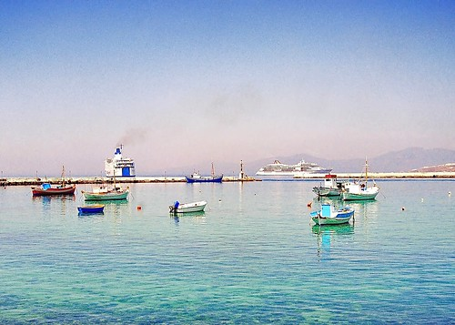 Mykonos in my eyes - Very warm noon in the old port, on my beloved island