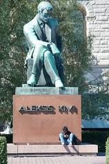 nimetn | sin ttulo | untitled (Riku Kettunen) Tags: summer sculpture suomi finland helsinki escultura verano fin finlandia rautatientori veistos kesa