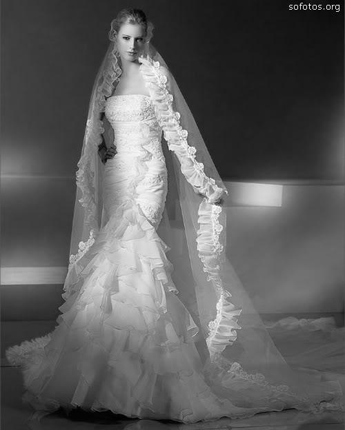 Vestido de noiva com véu