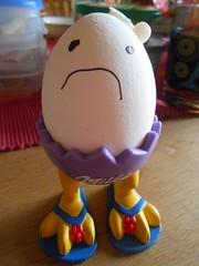 Autsch, mein Kopf....! (sonjasfotos) Tags: breakfast essen egg ei tochter frhstck spas angemalt mahlzeit eierbecher ulk julefoto schnappschus