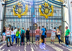 Front Gates At The Buckingham Palace (triggercellhd) Tags: london travels nikon favorites contiki triggercell