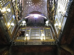 La cour intrieure du Palau Guell  Barcelone, oeuvre de Gaudi  (Explore) (anne arnould) Tags: barcelona city light window gold golden town spain europe floor first courtyard palace ceiling gaudi palauguell