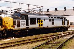 37699 (marcus.45111) Tags: diesel railway 1994 class37 ukrailway 37699 doncasterworks ukbuilt 37253 classictraction d6953