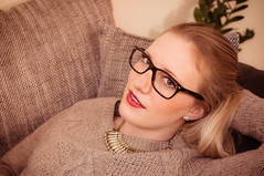 Laura (Simon Neutert) Tags: girls woman girl pose glasses posing blond blonde lipstick brille frau mdchen lippenstift