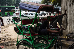 Indira Chowk - New Delhi (easdown) Tags: street new india canon asia place tricycle delhi south centre capital railway vegetable national gandhi region seller himachal indira pradesh rajiv connaught ncr chowk easdown