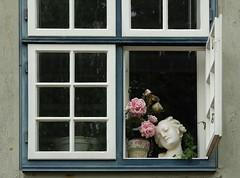 Fenster (Bellavonte) Tags: window fenster bste fensterflgel