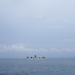 Virgin islet, San Blas (alxH3o) Tags: ocean southamerica islands panama sanblas islas iles caraibes flickrpublic pentax35mm pentaxk5 panamamai2014 alxc8972dxg