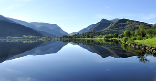 Mirror image sunrise on Padarn lake.