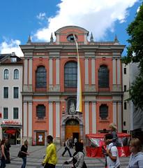 Brgersaal - Brgersaalkirche - Mnchen - (digital cat ) Tags: munich mnchen bayern bavaria kirche fresco orgel fresko fresque fresken bavarie fresques brgersaal hochaltar brgersaalkirche