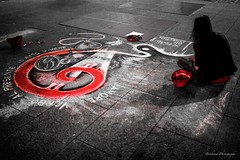 L'artiste de Milan. (Bouhsina Photography) Tags: selective color black white wb noir blanc street rue rua milan milano italie italy bouhsina night light red rouge canon 5diii nuit lumière art sol dessin peinture 35mm sighma