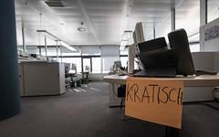 Kratisch (AxelN) Tags: geschrieben office schrift kontor bro schriftzug table desk bureau schreibtisch tisch