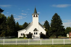 Glen Flora Lutheran Church (Cragin Spring) Tags: glenflora glenflorawi glenflorawisconsin fence whitefence church wisconsin wi midwest unitedstates usa unitedstatesofamerica glenfloralutheranchurch architecture