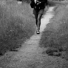 Le chemin d'Anne (Et si, et si ...) Tags: jambes monochrome chemin marcher ddicace anniversaire clindil mtaphore
