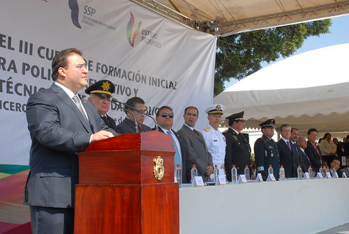 El gobernador Javier Duarte de Ochoa asistió a la Ceremonia de Clausura de los Cursos: 3º de Formación Inicial para Policía Preventivo y 11º de Técnico en Seguridad Pública.