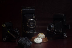 in focus (teknoec) Tags: watch camera focus dof bokeh zeiss ikon voigtlander compur