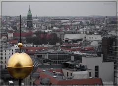 Berln (Carmen Roco Racero Gins) Tags: viaje nikon torre catedral ciudad alemania casas berln d90 desaturacin carmenracero